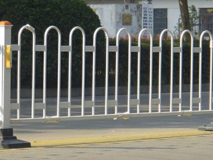 铝制异形道路护栏的构造详析