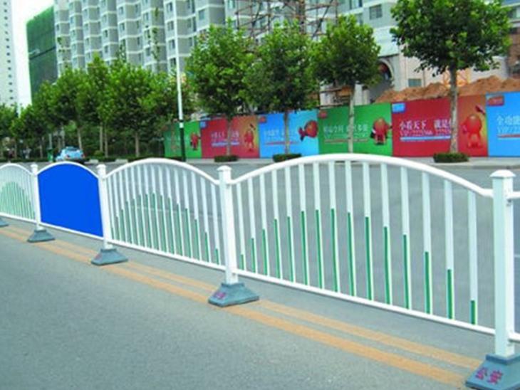 公路护栏厂家对不同位置公路护栏的设计